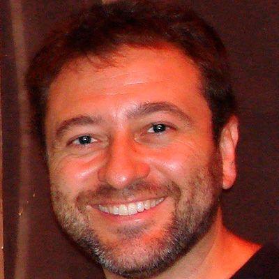 "<a href=""https://www.linkedin.com/in/julianrh/"" target=""_blank"">Julián Rueda</a>"